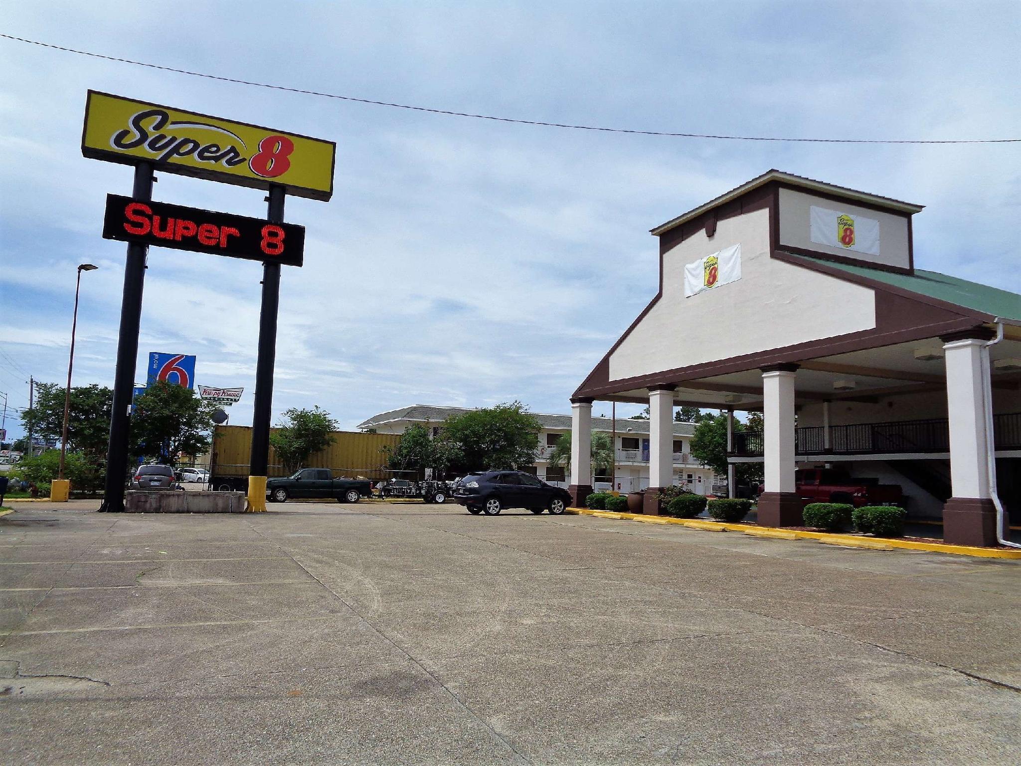 Super 8 By Wyndham Gulfport Near Biloxi