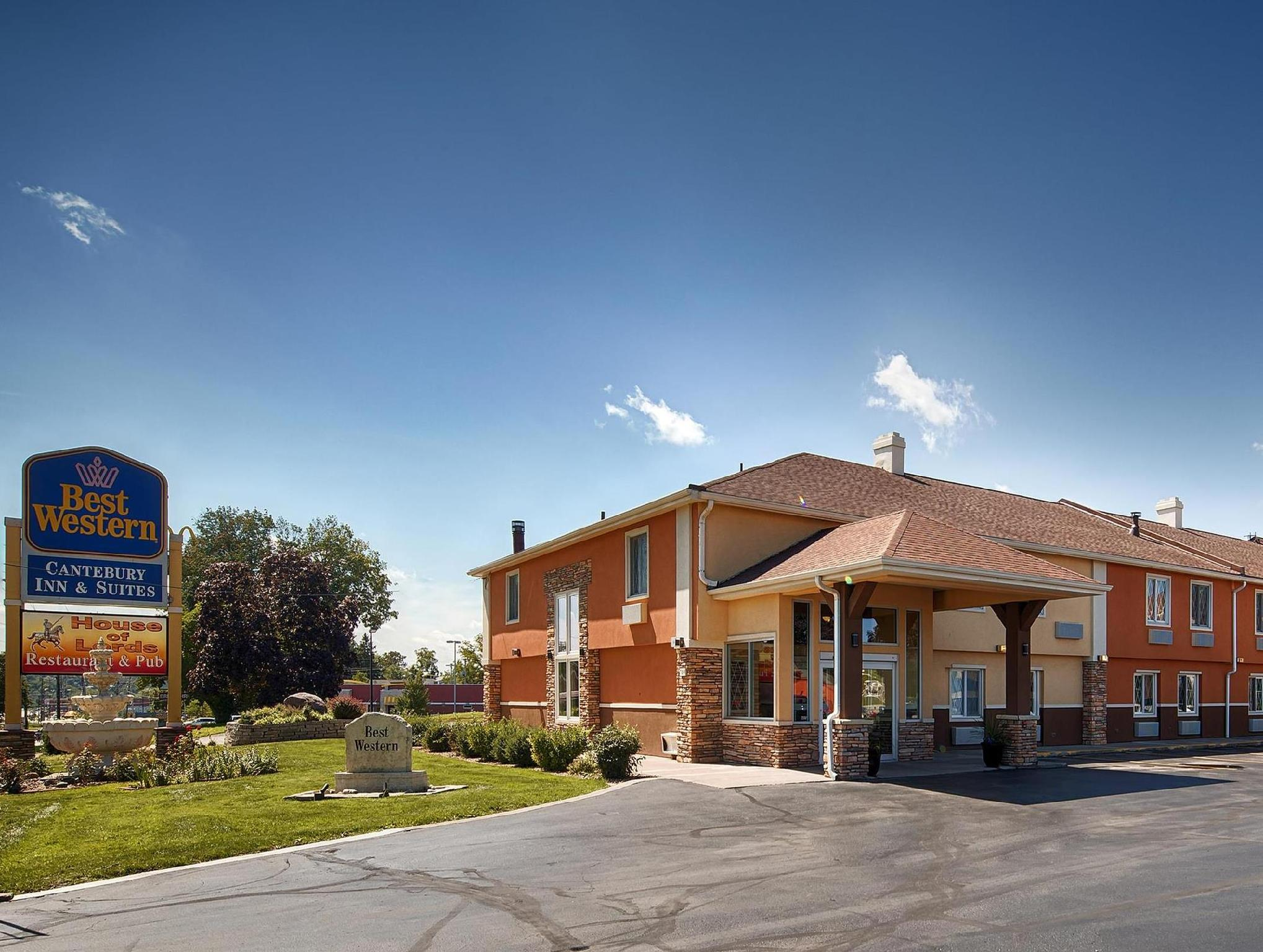 Days Inn And Suites By Wyndham Coralville   Iowa City