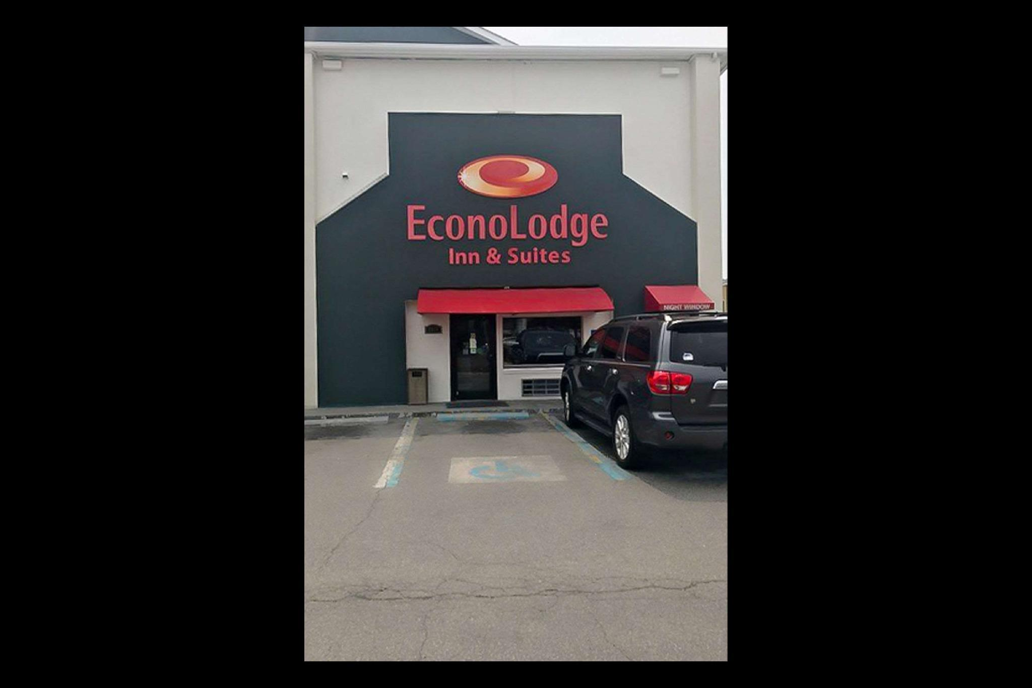 Econo Lodge Inn And Suites I 64 And US 13