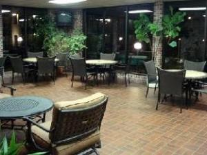 Lamplighter Inn & Suites Pittsburg