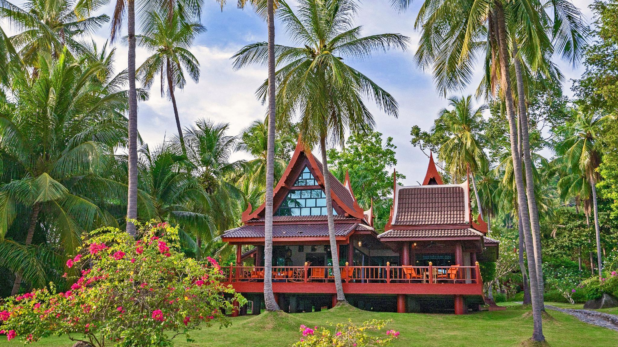 Beachfront 3 BR Luxury villa in Thai style Beachfront 3 BR Luxury villa in Thai style