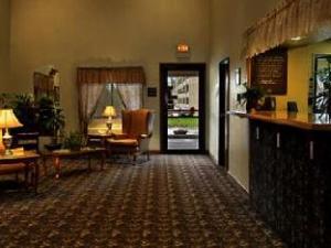 Super 8 Warren Hotel