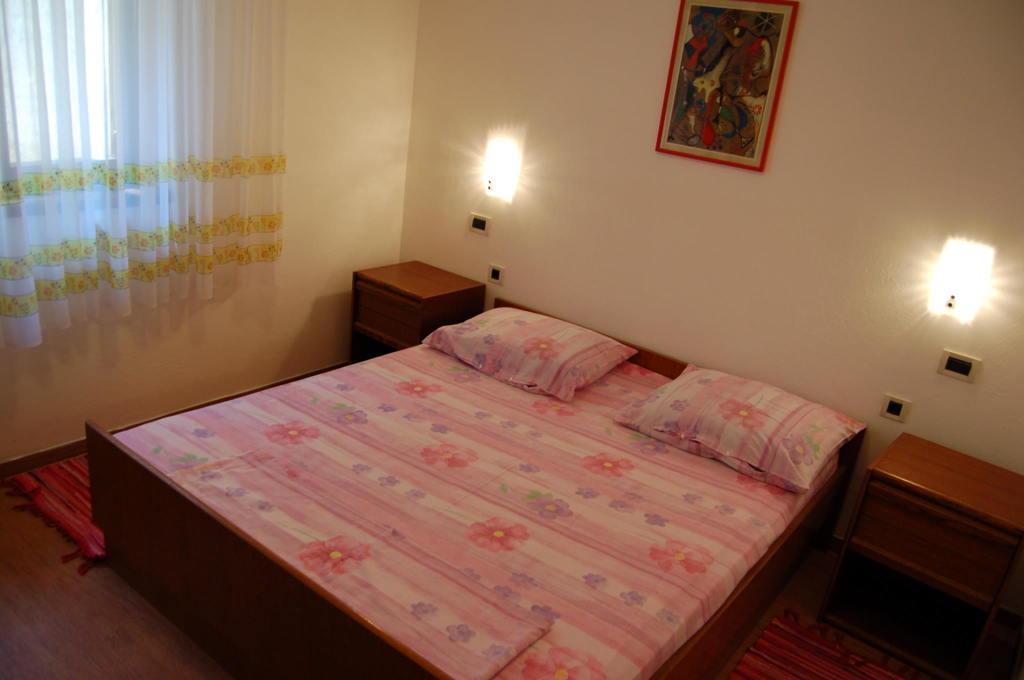 Traditional Two Bedroom Apartment In Pag
