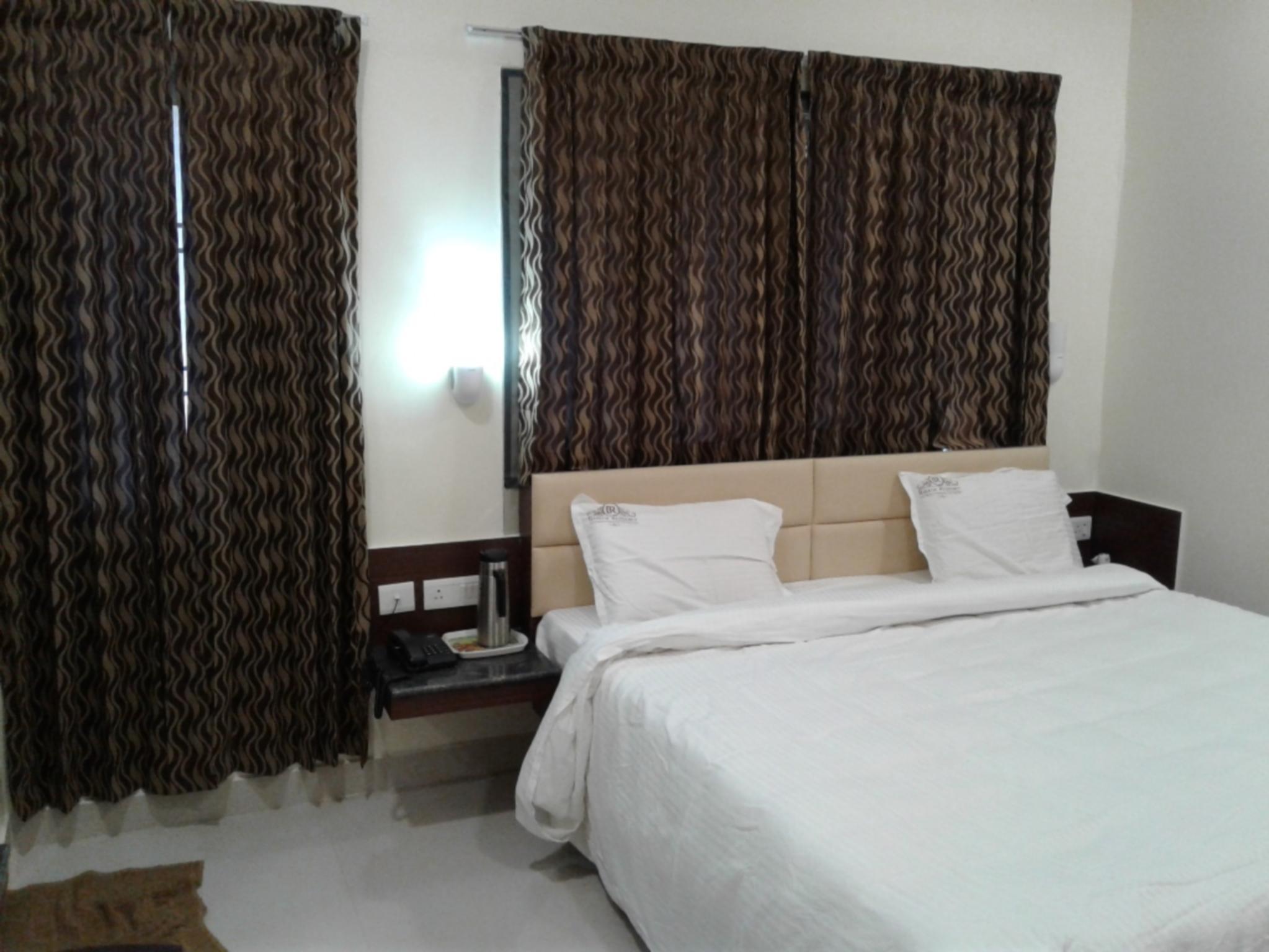 RB Residency   Paramakudi