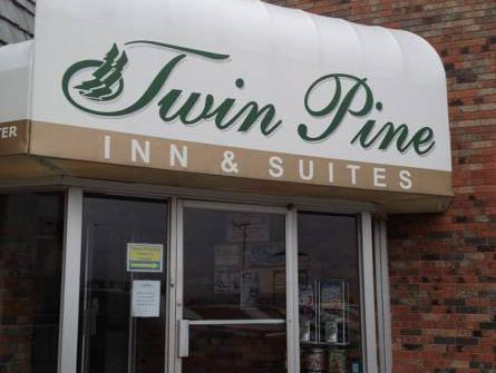 Twin Pine Inn And Suites