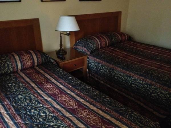 Twin Pine Inn & Suites
