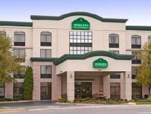 Wingate by Wyndham Clarksville Hotel