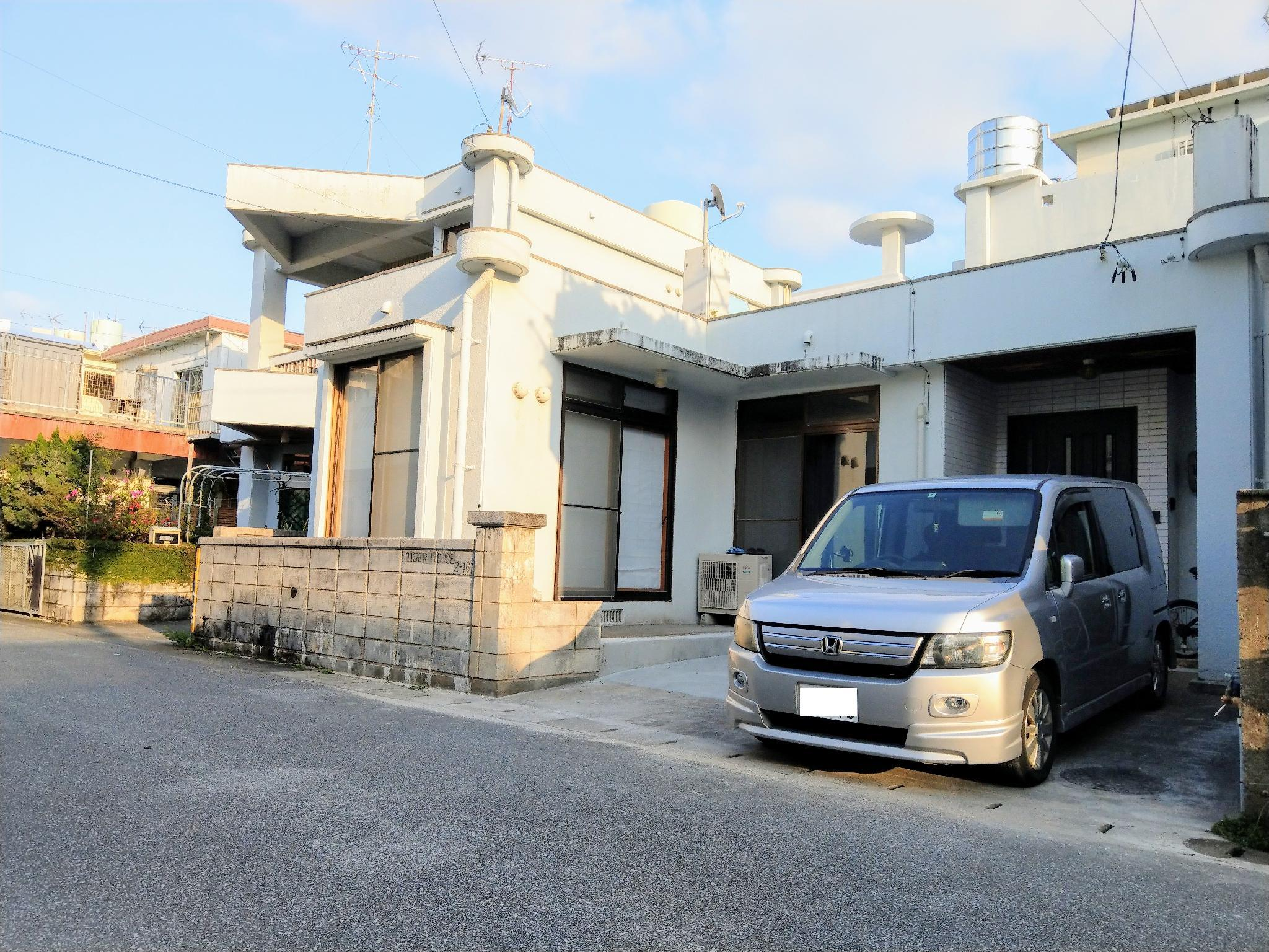 HS 3 Bedroom Tiger House In Central Okinawa