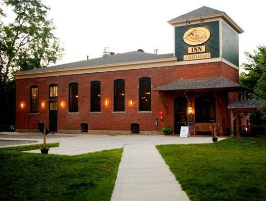 Common Man Inn And Restaurant Claremont