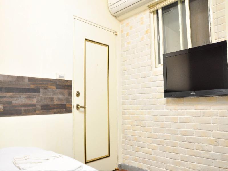 04 Elegant Double Room   Taipower Building MRT Exit. 3