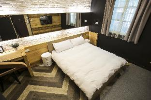 Taichung Fengjia footpace-Modern style double room