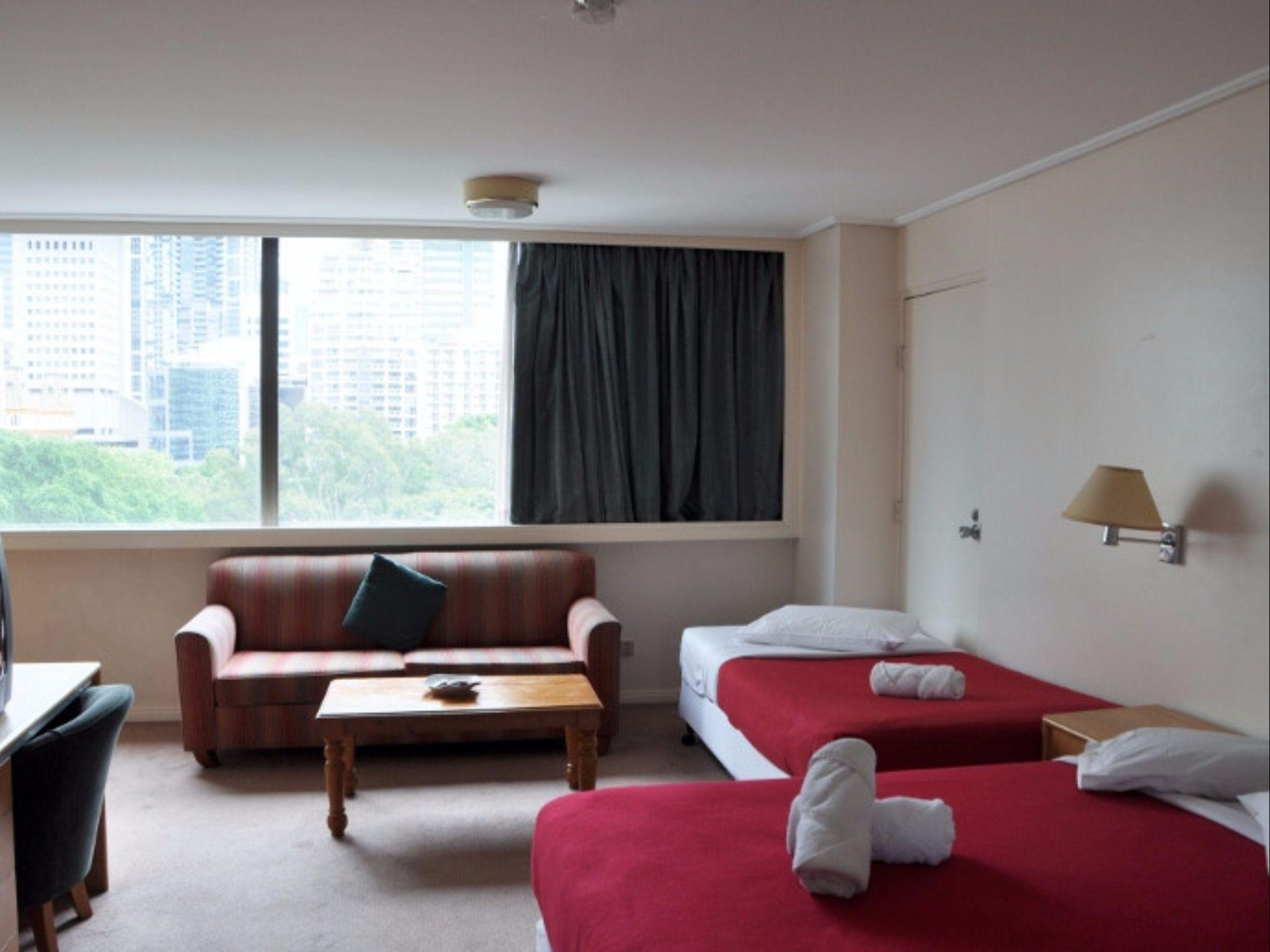 Sydney CBD College St   Park View Studio Apartment