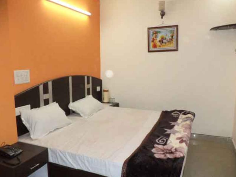 Review Hotel Surya Plaza