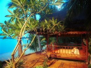 Ban Sabai Big Buddha Hotel Samui - Spa pavilion right on the beach