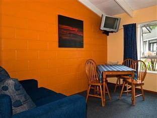 Glacier Gateway Motel Franz Josef Glacier - Two Bedroom Cottage Lounge Area
