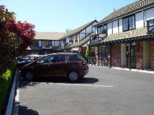 Tudor Court Motel