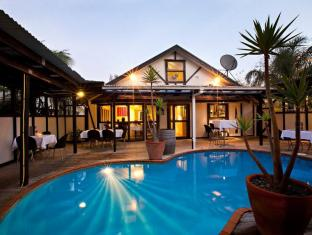 Mount Richmond Hotel Auckland - Swimming Pool