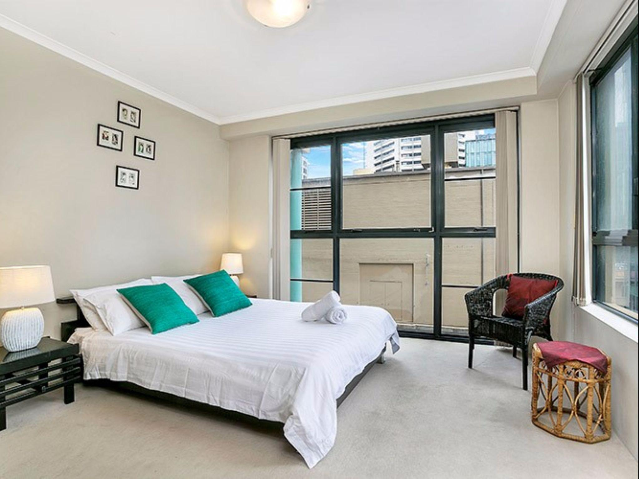 Spacious Apartment In The Heart Of The CBD  A1803