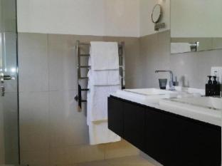 Clouds Wine and Guest Estate Stellenbosch - Standard Room Bathroom