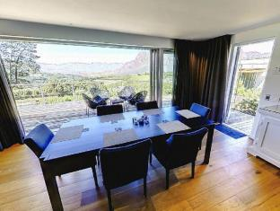 Clouds Wine and Guest Estate Stellenbosch - Deluxe Self-Catering Villa Dining Area