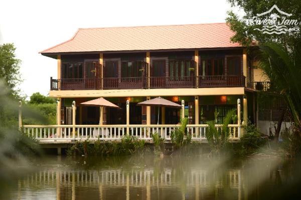 River Jam & Bar Amphawa