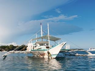 Oasis Beach & Dive Resort Panglao Island - Seaquest Dive Boat
