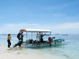 Oasis Beach & Dive Resort Panglao Island - Seaquest speedboat