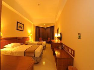 Orange Hotel Solo Monginsidi Solo (surakarta) - Kamar Tidur