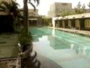 Orange Hotel Solo Monginsidi Solo (surakarta) - Kolam renang