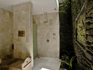 Sri Ratih Cottages Bali - Deluxe Bathroom