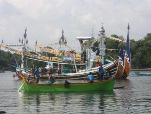 Kelapa Retreat and Spa Hotel Bali Bali - traditional boat