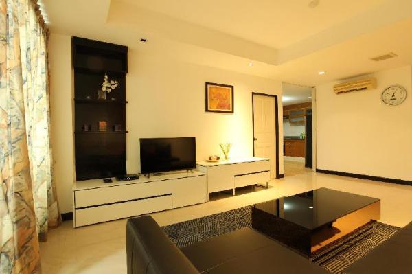 Spacious 2 Bedrooms, 140 Sqm. 8 min to Sky train Bangkok
