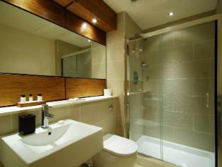 The Harrington Apartments London - Bathroom