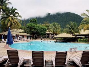 Damai Beach Resort Kuching - Piscina