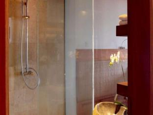 Lakeview Hotel and Restaurant Bali - Bathroom