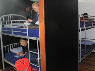 Bunk Backpackers Brisbane - Guest Room