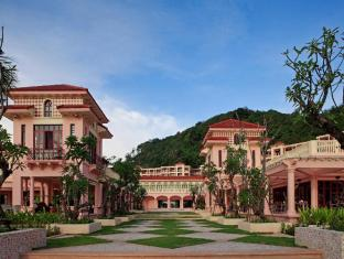 Centara Grand Beach Resort Phuket פוקט - בית המלון מבחוץ