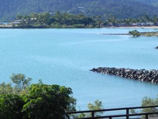 Airlie Waterfront Bed and Breakfast Whitsunday Islands - View