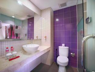 favehotel MEX Surabaya Surabaya - Bathroom