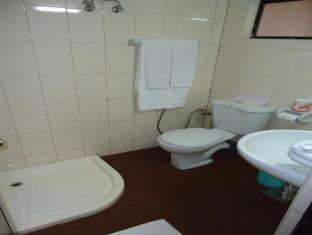 The Sovereign Corporate Hotel Colombo - Standard Bathroom