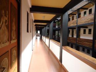 The Sovereign Corporate Hotel Colombo - Corridor