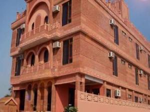 Siris 18 Agra Hotel