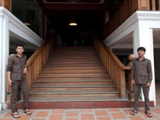 Circuit Hotel - Nana Hotel Phnom Penh - Entrance