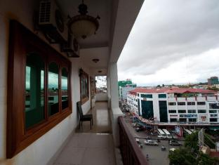 Circuit Hotel - Nana Hotel Phnom Penh - Balcony/Terrace