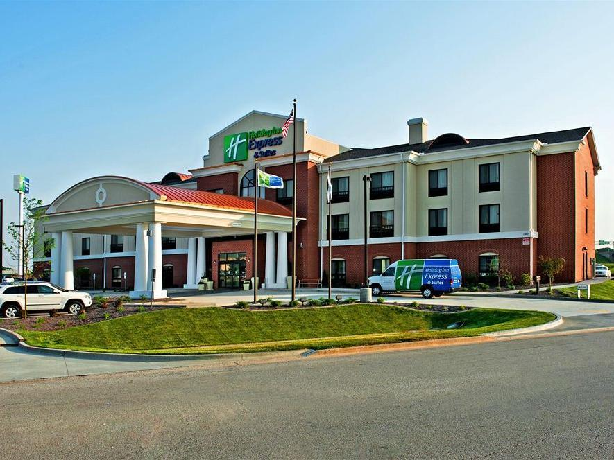 Holiday Inn Express And Suites Morton Peoria Area