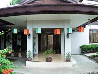 Hotel Tropika Давао - Вход