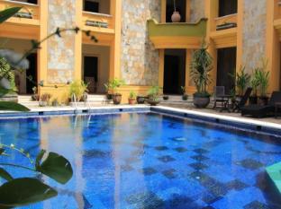 Nathan Hotel Bali - Swimming Pool