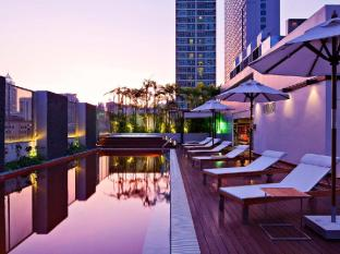Radisson Suites Bangkok Sukhumvit Bangkok - Sunset Rooftop Pool
