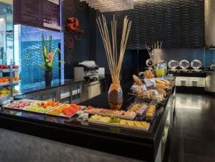 Radisson Suites Bangkok Sukhumvit Bangkok - Buffet