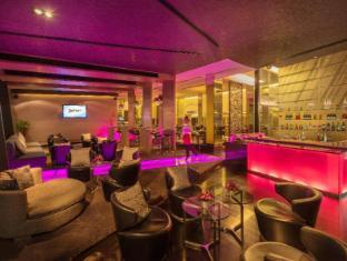 Radisson Suites Bangkok Sukhumvit Bangkok - Bar/ Salón